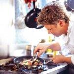 Как приготовить салат из рыбы с картофелем и мяса